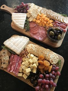 Brie cheese prosciutto salami manchego cheese Trader Joes Trader Joes cheese platters grapes cheese and crackers garlic and herb Brie cambert Brie Wisconsin sharp cheddar dried apricots marinated olives Party Food Platters, Party Trays, Snacks Für Party, Appetizers For Party, Appetizer Recipes, Party Recipes, Salami Appetizer, Brie Cheese Recipes, Meat Appetizers