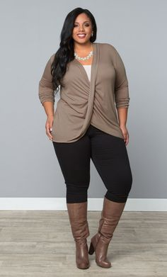 Our plus size Twisted Pullover Bellini is perfect for a casually nice Thanksgiving dinner with the family. Browse our entire … Moda Plus Size, Plus Size Girls, Plus Size Tops, Plus Size Women, Dinner Outfits, Casual Outfits, Cute Outfits, Fashion Outfits, Fashion Blogs