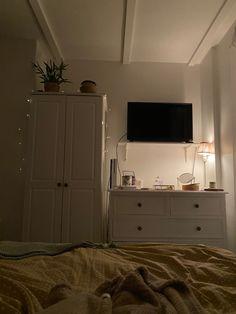 Bedroom Setup, Room Design Bedroom, Room Ideas Bedroom, Small Room Bedroom, Home Room Design, Bedroom Decor, Minimalist Room, Pretty Room, Aesthetic Room Decor