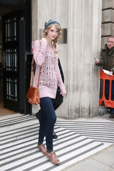 2010 > LEAVING THE BBC 2 STUDIOS IN LONDON, ENGLAND