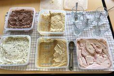 Og det helt uden brug af en ismaskine og omrøring under frysningen ~På billedet ses fra øverst venstre: chokoladeis,…