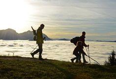 Nebeldecke: In der Höhe ist es noch spätsommerlich warm und sonnig und die Landschaft im Tal verschwindet unter einer dicken Nebeldecke. Das Foto entstand auf dem Grünberg, dem Hausberg der Gmundner. Mehr Bilder des Tages auf: http://www.nachrichten.at/nachrichten/bilder_des_tages/ (Bild: Wolfgang Spitzbart)