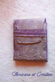 ab20ce35847e Porte chéquier violet et doré en tissu indien motif fleuri   Porte-monnaie,  portefeuilles