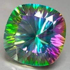 Beautiful Mystic Topaz is also known as Fire topaz, Mystic Fire Topaz, Caribbean Topaz, Alaska Topaz and Rainbow Topaz. It is clear Topaz which has been treated by titanium vapor. Minerals And Gemstones, Crystals Minerals, Rocks And Minerals, Stones And Crystals, Gem Stones, Mystic Fire Topaz, Rainbow Topaz, Beautiful Rocks, Rocks And Gems