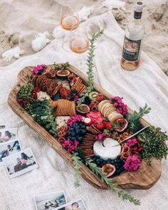 Birthday Dinner Ideas For Her Food Families 29 Super Ideas Party Platters, Food Platters, Cheese Platters, Antipasto, Charcuterie And Cheese Board, Charcuterie Picnic, Cheese Boards, Grazing Tables, Birthday Dinners