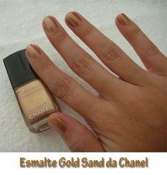 Depois do post que tivemos na semana passada de esmaltes dourados resolvi pintar as minhas unhas com um dourado que eu tinha da Chanel, ele se chama Gold Sand. Eu adoro a cor dele!!! Vocês gostam???