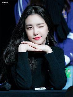 Kpop Girl Groups, Korean Girl Groups, Kpop Girls, Beautiful Girl Photo, Beautiful Asian Women, Son Na Eun, Apink Naeun, Pretty Korean Girls, Mnet Asian Music Awards