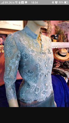 สวยมากค่ะ Modern Filipiniana Dress, Model Kebaya Modern, Myanmar Dress Design, Kebaya Dress, Myanmar Traditional Dress, Thai Fashion, Thai Dress, Girl Dress Patterns, Batik Dress