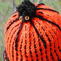 Spider Beanie Knit on DIY pen loom - KNITTING