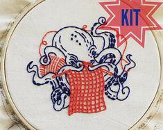 Kit complet de broderie: Pieuvre de «Laborieux Octopus», tricot, tricoteuse, thème mer, nautique, maritime, plage