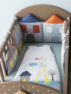 Tour de #lit modulable bébé brodé maisons - Collection Printemps été 2014 www.vertbaudet.fr