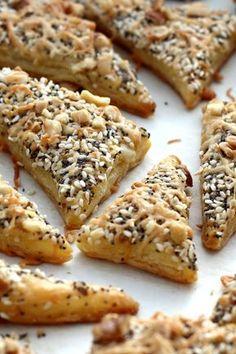 Pita recept, ami házilag is könnyedén elkészíthető Amaretti Cookie Recipe, Cookie Recipes, Snack Recipes, Food Porn, Salty Snacks, Hungarian Recipes, Winter Food, Food Hacks, Food To Make