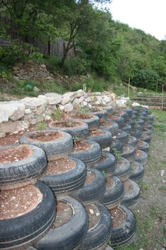 Great Free tire Retaining Walls Thoughts For those who have an outdoor while in the Nashville region, itrrrs likely that you may have thought it was qu.