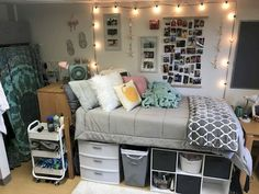 University Dorm Room Decor - 38 Comfy Dorm Room Decorating Ideas on a Budget . College Bedroom Decor, Cool Dorm Rooms, College Dorm Rooms, College Dorm Decorations, College Life, Girl Dorm Decor, Girl College Dorms, Budget Bedroom, Bedroom Ideas