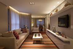 Decoração de: Sala de estar; tapete listrado; Casa de Valentina
