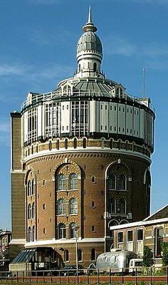 Unusual Buildings, Interesting Buildings, Amazing Buildings, Building Art, Building Design, Tower Of Power, Tower Light, Tower House, Water Tower
