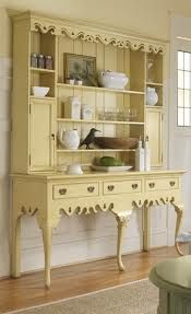 Love this buttery yellow......