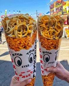 Are your eyes on the fries 🍟👀🧀 great post from foodie 📷 ・・・ Double the cheese fries at 😍🧀🍟🧀🍟 Junk Food Snacks, Healthy Junk Food, Meat Food, Healthy Drinks, Healthy Recipes, Food Platters, Food Goals, Food Packaging, Aesthetic Food