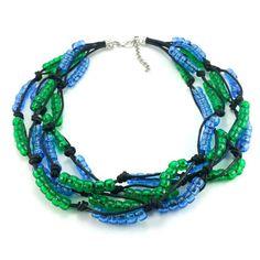 Ręcznie plecione korale na czarnym sznurku bawełnianym zkoralików akrylowych w kolorze szmaragdowej zieleni i niebieskim. Zakończenie z karabińczykiemi oczkami do regulacji. Metal, Bracelets, Jewelry, Fashion, Moda, Jewlery, Jewerly, Fashion Styles, Schmuck