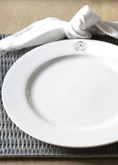 €15,95 Classic Dinner Plate 28 cm #living #interior #rivieramaison