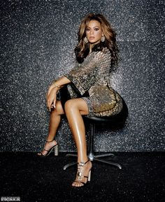 The largest photo gallery for Beyoncé Knowles with pictures, including photoshoots, appearances, performances, candids and more. Beyonce Photoshoot, Beyonce Coachella, Beyonce Knowles Carter, Beyonce And Jay Z, Beyonce Beyhive, Beyonce Style, Queen B, Poses, Outfits