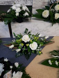 Black Flowers, Diy Flowers, All Saints Day, Funeral Flowers, Bongs, Topiary, Ikebana, Flower Designs, Floral Arrangements