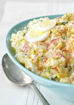 Country-Style Smashed Potato Salad — This potato salad recipe is devilishly good, thanks to the addition of hard-cooked eggs and MIRACLE WHIP. Serve this up at your next potluck for an easy & delicious side dish. Potato Dishes, Potato Recipes, Food Dishes, Smashed Potato Salad Recipe, Cooking Recipes, Healthy Recipes, Snacks Für Party, Kraft Recipes, Beignets