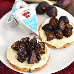 Dried figs are much easier to come by then fresh figs, and their sweet, concentrated flavor pairs perfectly with Creamy White Cheddar. Our friend @IowaGirlEats will chop a few up to sprinkle on top cracker spread with The Laughing Cow then snack away!