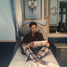 João Miguel Simões: Há 12 quartos no #stroganovhotel, cada um para um estado de espírito. Este é o Silhouettes | I'm not reading Dostoiévski - which is a pity - but somehow here, at Stroganov Hotel, I feel like a character of a novel.