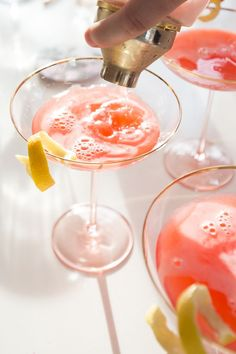 How to make a pink lady cocktail.