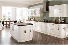 colour schemes in cream gloss kitchen Green Kitchen Walls, White Kitchen Decor, White Kitchen Cabinets, Kitchen Cabinet Design, Modern Kitchen Design, Home Decor Kitchen, New Kitchen, Kitchen Ideas, Kitchen Cabinetry
