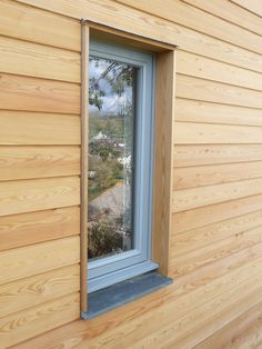 Larch cladding at very modern window trim Larch Cladding, Exterior Wall Cladding, House Cladding, Wood Facade, Exterior Siding, Wood Siding, Building Facade, Building Design, Modern Windows