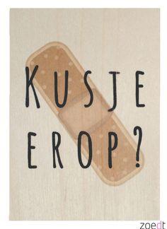Houten kaartje met de tekst: Kusje erop - #Woodencard - #Card - #Quote - Buy it at www.vanmariel.nl - Card € 4,95