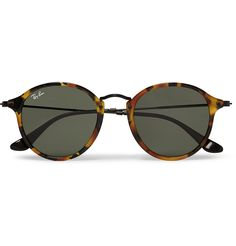 With their round-frame design and tortoiseshell construction, these Ray-Ban sunglasses exude classic flair. The slightly winged shape evokes vintage styles. Try wearing them with a shirt and blazer for a nod to the retro aesthetic.