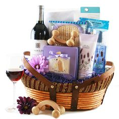 Mother's day, birthdays and holidays are wonderful times to show our mothers how much we appreciate them. But finding gifts for mom can be daunting. Mothers Day Baskets, Mother's Day Gift Baskets, Christmas Gift Baskets, Personalized Gifts For Mom, Customized Gifts, Football Gift Baskets, Best Gifts, Mom Gifts, Wine Gifts