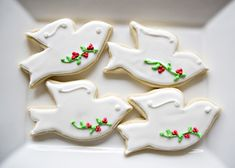 Christmas Dove Cookies recipe - For the longest time, I could not understand how people made cookies with royal icing and they turned out pretty. Mine looked like a 3 year old made them. Year after year, I would attempt to make pretty frosted cookies and every year they would be so ugly that I would toss them. And then the world of royal icing cookies opened up for me. I found some really good tutorials and learned some very valuable lessons. #cookie #holiday