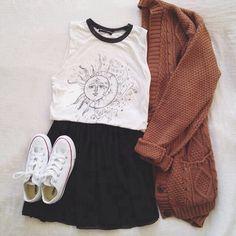 Chandail, jupe et souliers