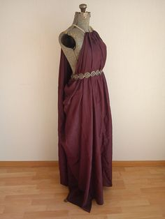 The Essos-dress as seen in Game of Thrones, worn by Daenerys (whithout belt) and Shae and Ross in season 1.
