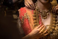 Red Carpet Bride at Manubhai Jewellers: The Temple Jewellery Bride! Indian Wedding Jewelry, Bridal Jewelry, Indian Bridal, Gold Temple Jewellery, Diamond Jewellery, India Jewelry, Manubhai Jewellers, Bridal Jewellery Inspiration, Indian Jewellery Design