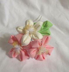 Peach and orange blossom kanzashi hair pin by ImlothMelui on Etsy, $20.00