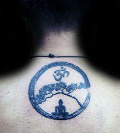 Hombres OM espiritual superior de la espalda tatuajes Circle