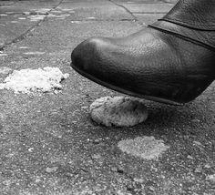 Shattered dream (Jealousy.design) Tags: white black cookie dream kaka shattered crushed svart vit drom threatened backstabbing hotad dröm krossad fotosondag fs120311