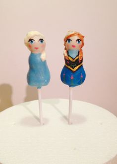 Anna and Elsa cake pops. Frozen