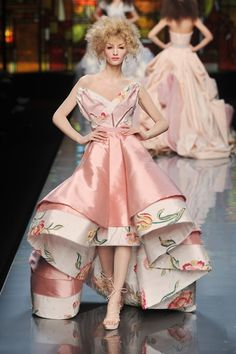 Is it just me or is Effie fashion sorta taking over the run way right now. It seems we are in fact the Capitol.