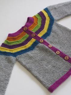Right as Rainbow pattern by Stephanie Lotven right as rainbow baby cardigan.right as rainbow baby cardigan. Cardigan Bebe, Cardigan Pattern, Baby Cardigan, Toddler Cardigan, Hoodie Pattern, Knit Cardigan, Knitting For Kids, Baby Knitting Patterns, Baby Patterns