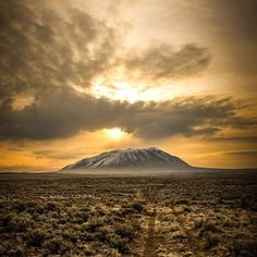 """Amazing sky over the #BigSouthernButte in #Idaho. Big Southern Butte is one of two domes rising from a sea of basalt near the center of the eastern…"""