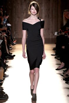 Roland Mouret Fall 2012 Ready-to-Wear Collection Photos - Vogue