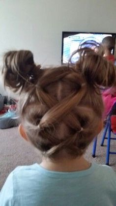 Simple easy hairstyle for little girls...