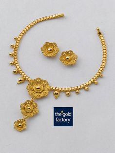 A playful twisted wire three-flowered necklace in 22K hallmarked gold that is an excellent example of how lightweight jewellery can also be a work of art. And every Gold Factory creation is just that.  Necklace weight 11 gm and price Rs.32,900/- Earring weight 4 gm and price Rs.11,900/-