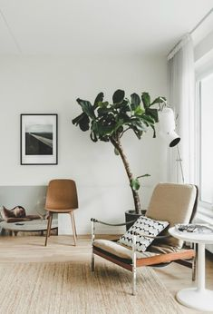 Modern, mid-century modern apartment by Fantastic Frank. Be bold and add mid-century modern furniture to a modern apartment. Tiny Living Rooms, Living Room Designs, Living Room Decor, Small Living, Modern Living, Office Inspiration, Home Decor Inspiration, Room Interior, Interior Design